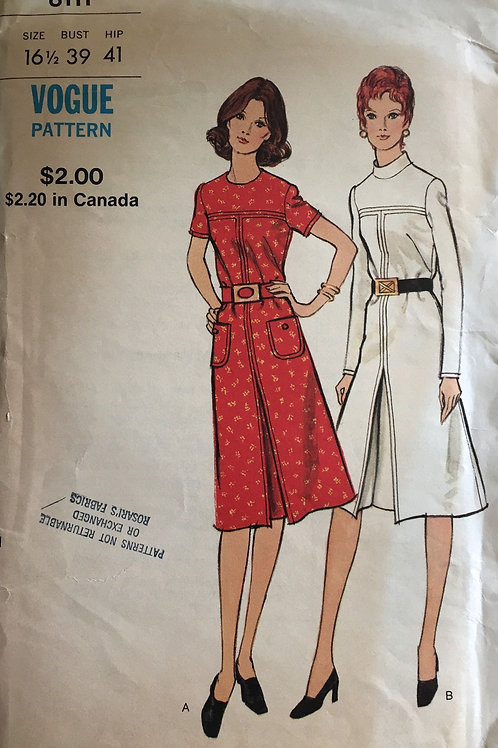 Vogue 8111 Sixties retro dresses with front pleat