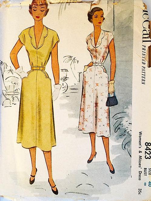 McCall 8423. Retro 1951 dress with scalloped collar, PLUS Sz