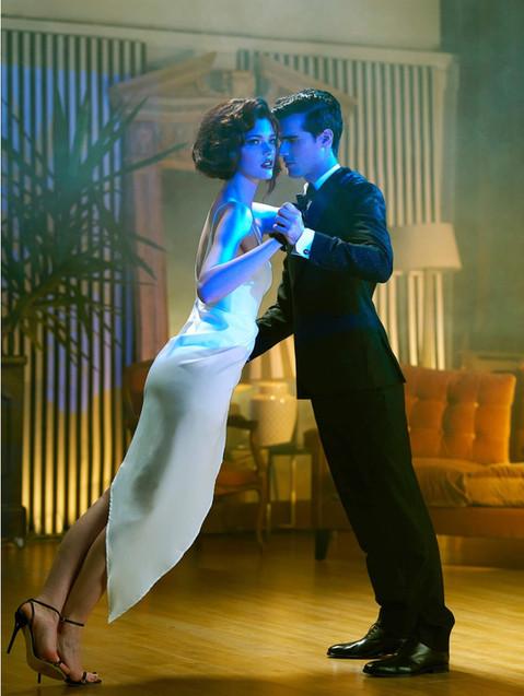 argentinian-tango-dance-couple-close-emb