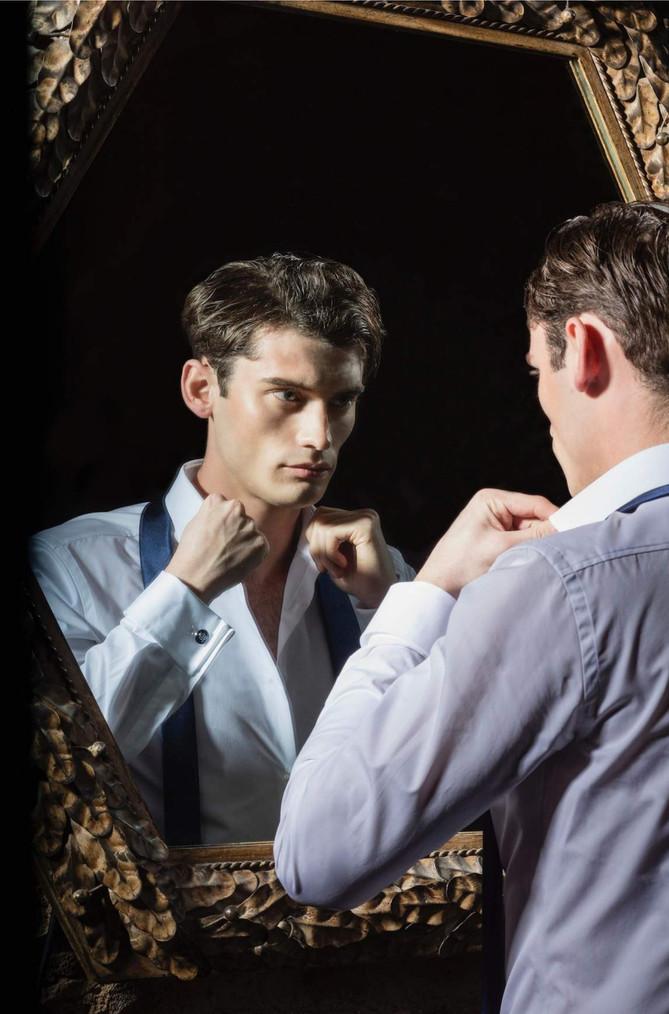 Gentleman-dandy-james-bond-mirror-dressi
