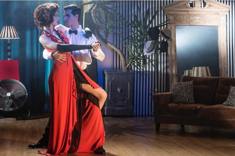 2 argentinian-tango-dance-couple-girl-ja