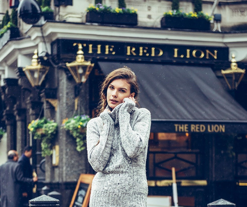 winter-womens-knitwear-model-london-stre