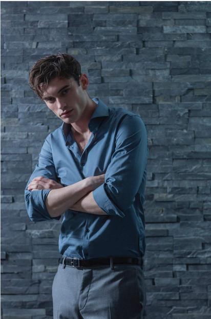 Gentleman-dandy-james-bond-blue-shirt-tr