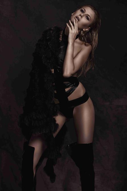 latex-fashion-sexy-glamorous-stylist-bla