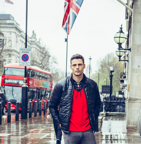 winter-menswear-model-london-street-bus-