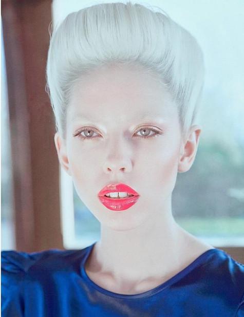 sailor-editorial-boat-blond-model-red-li