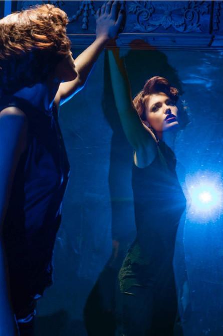 argentinian-tango-model-mirror-reflectio