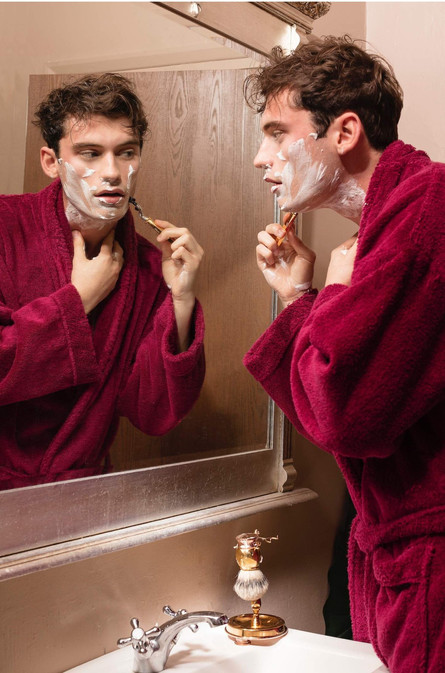 Gentleman-bath-robe-shaving-man--model-m