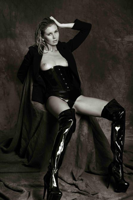 latex-fashion-stylist-sexy-black-long-ha