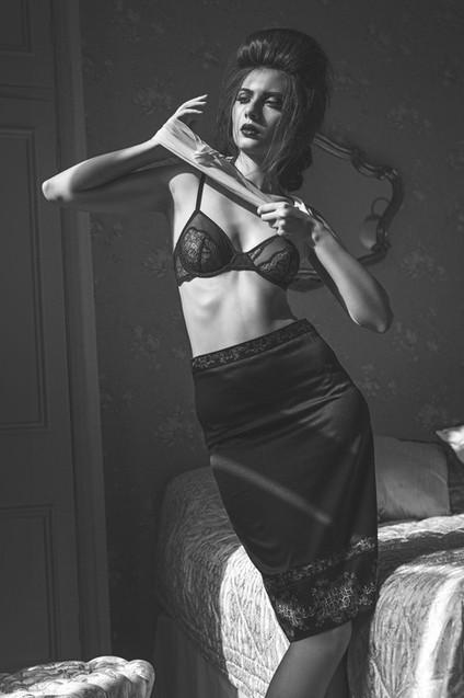 lingerie-black-lace-retro-agent-provocat