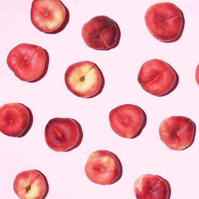 peaches-pattern-on-pastel-pink-8XYEBM6.j