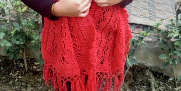 Hand-knitted wollen Crochet Stole