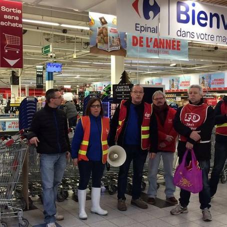 Carrefour d'Epinal bloqué par les syndicats pour protester contre le plan BOMPARD