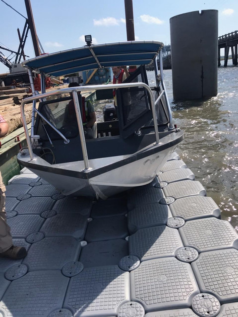 Bridge builders in Beaufort using a Jet Float drive on to store their work boat daily