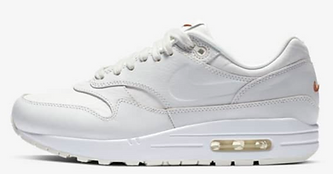 09-sneakers-03.png
