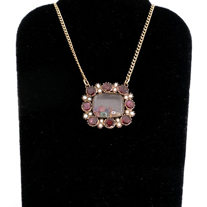 116 Garnet & Pearl Lace Pin Necklace £400