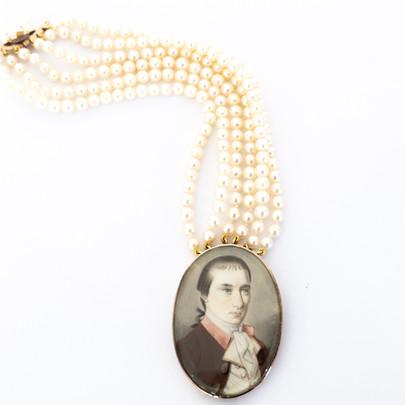 239 Pearl & Miniature Bracelet £1,100.00