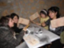 Studenti al corso di ceramica