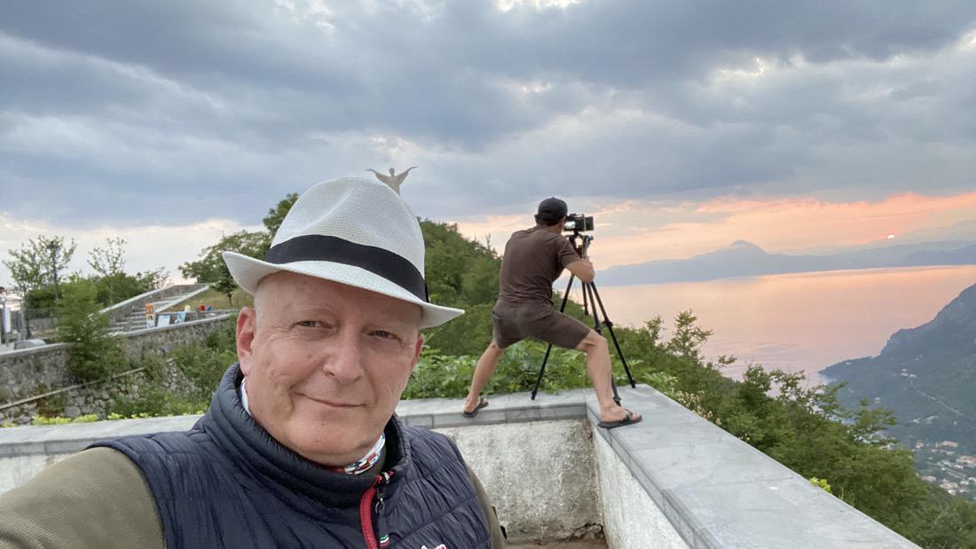 Hermann Weiskopf con il direttore della fotografia Bernhard Freinademetz