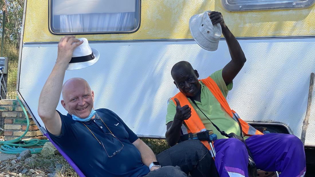 Hermann Weiskopf con il sudanese Thomas Cheikh a Scilla in Calabria