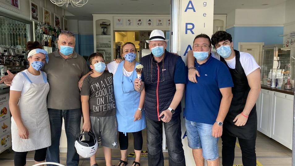 Hermann Weiskopf con la famiglia Copioli a Riccione in Emilia Romagna