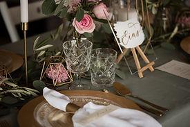 Tischdeko gestaltet von einer Hochzeitsplanerin..jpg