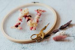 Trockenblumen im Stickrahmen