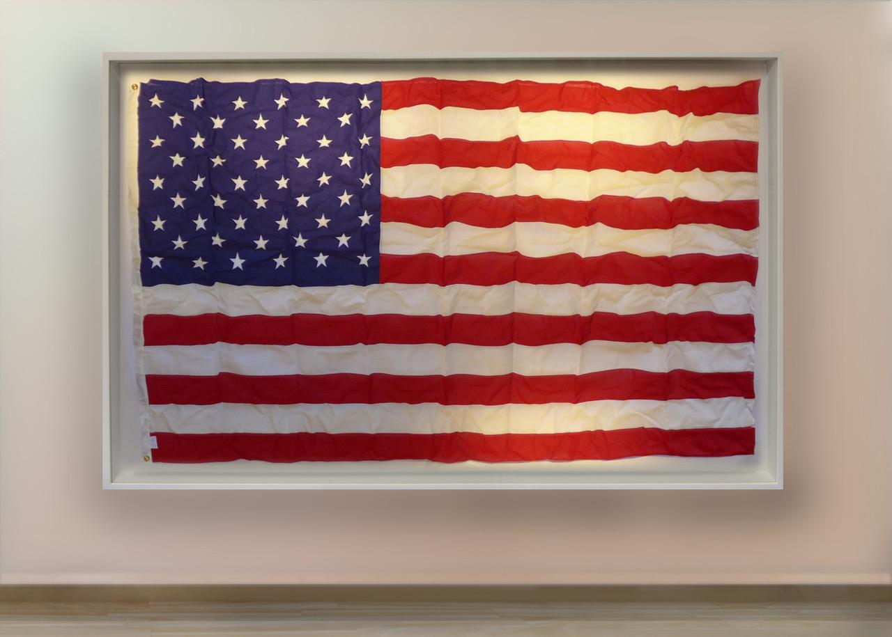 Flag Wht Alm mck