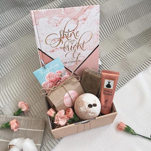 """Купить подарочный набор """"Shine bright"""" для женщин в Москве"""
