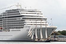 cruise_for_nev-on-board.jpg