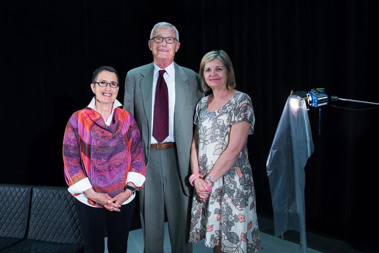 Alena Schram, John Schram et Hélène Pichette