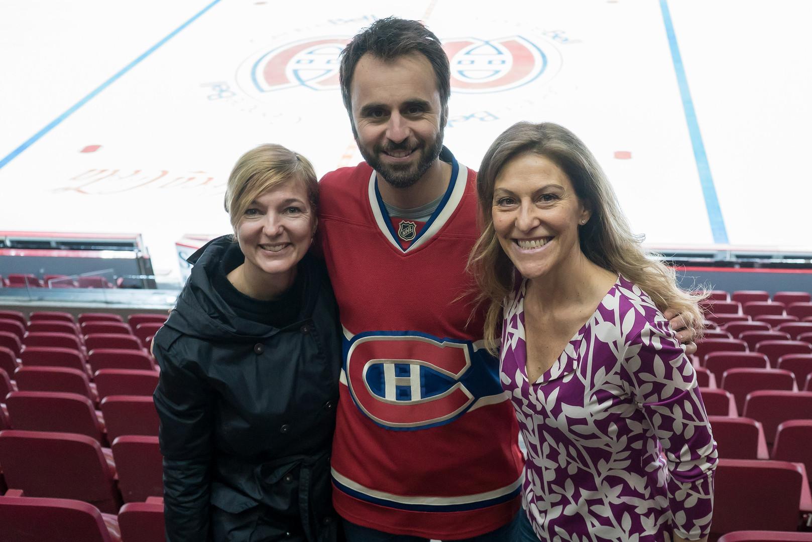 Ginette Petit, Louis-Josée Houde et Nathalie Bissonnette en tournage au Centre BELL