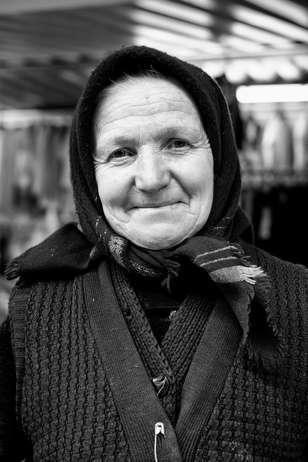 Un dame au marché (Bucharest, 2016)