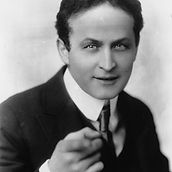 Houdini-Pointing-at-Camera.jpg