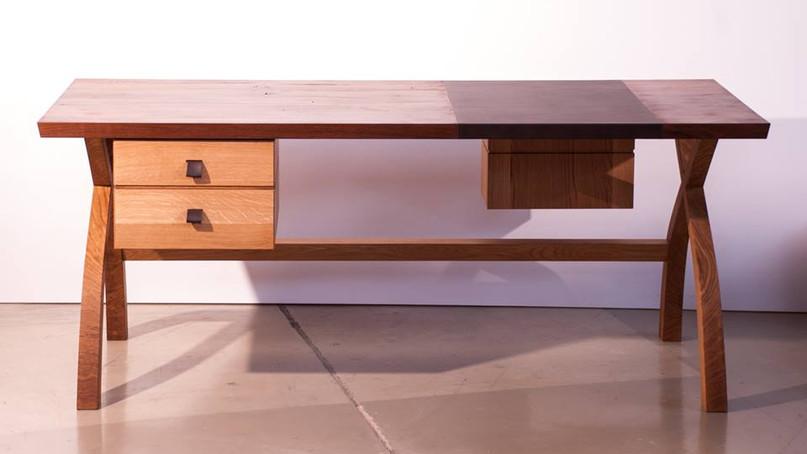 Schreibtisch  Maße: 1800mm x 800mm Material: Eiche-Altholz / Eiche hell mit Schreibfläche aus Bio-Anilinleder