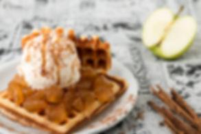 Waffle de Manzanitas acarameladas con Helado - Vasko Helados