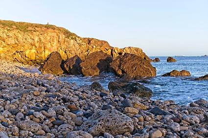 Golden Cliffs, Trow Beach