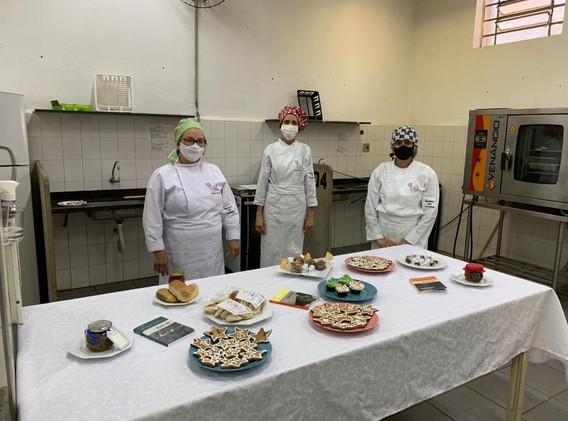 Fotos Curso de Cozinha - ETEC - Combinando Palavras Sérgio Vaz (11).jpeg