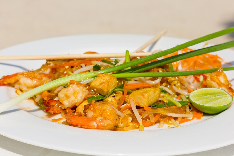 pad thai food photography