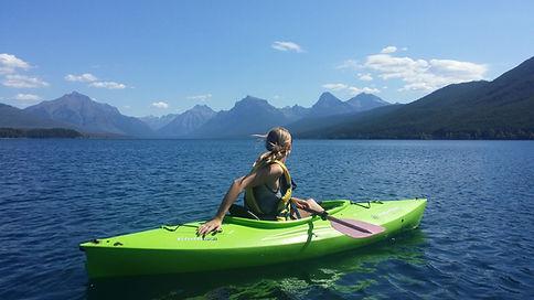 kayaking-918464_1920.jpg