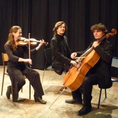 Trio+Estello.jpg
