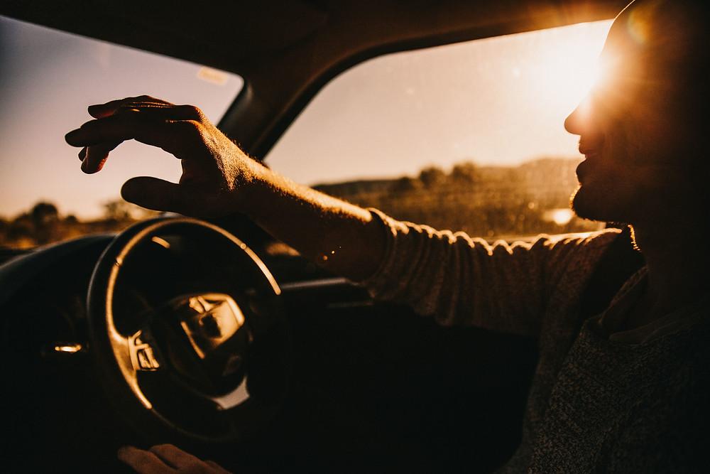 Brum.id | ilustrasi mengendarai mobil