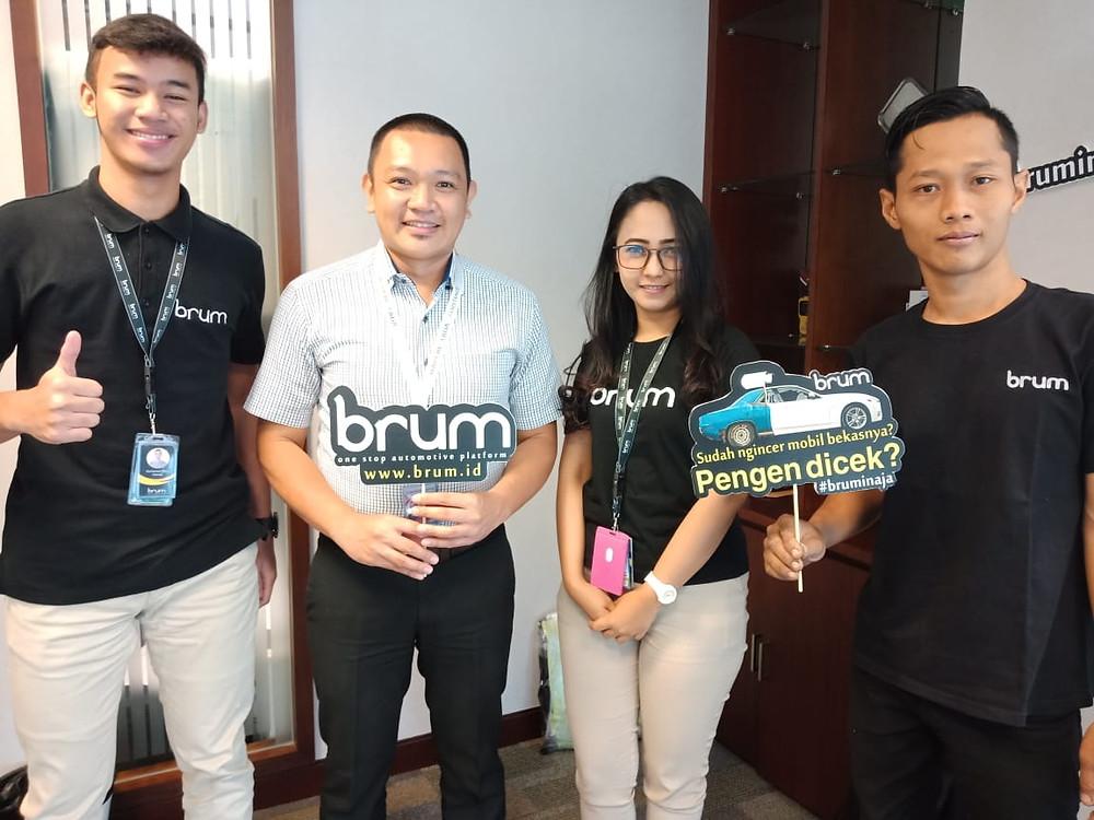 Satrya Leonardo, Mapfre ABDA Provider Manager saat berkunjung ke Kantor Pusat Brum Indonesia di Mega Kuningan