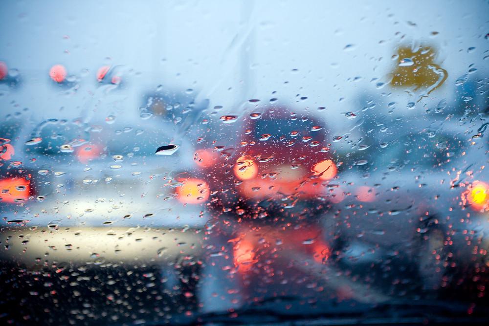 Brum Indonesia | Mengendarai Mobil Saat Hujan