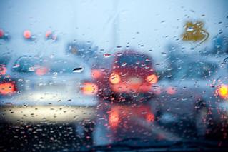 10 Tips Aman Berkendara Saat Musim Hujan
