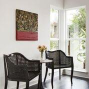 Camo Joe Art, Tabayas Chairs, Nero Table