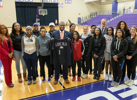 West Visits Lincoln College
