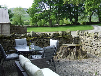 Owl Barn Barbecue and outdoor dining area