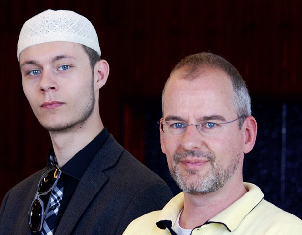 Arnoud Van Doorn (part vice president) also accepts Islam with his son!
