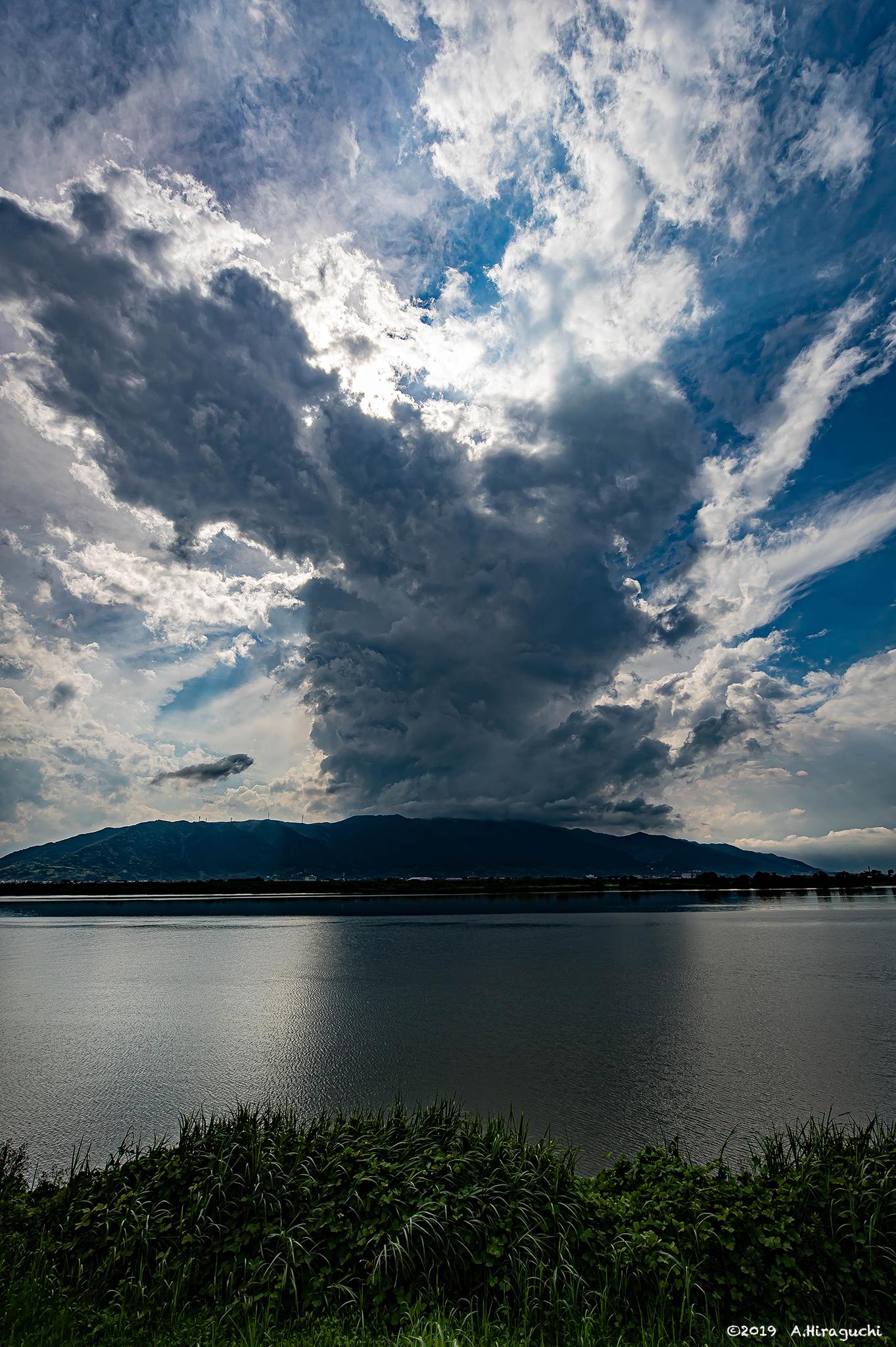 雲、湧き立つ
